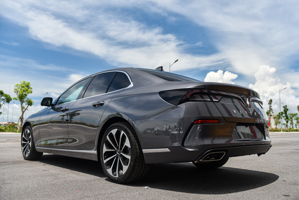 giá xe Lux A Sedan