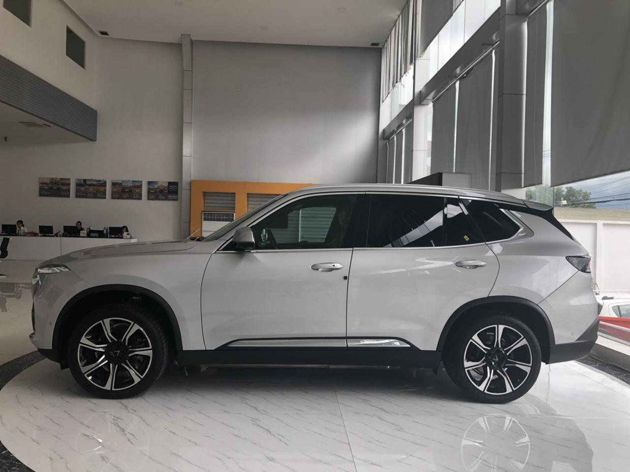 VinFast Lux SA2.0 Màu bạc
