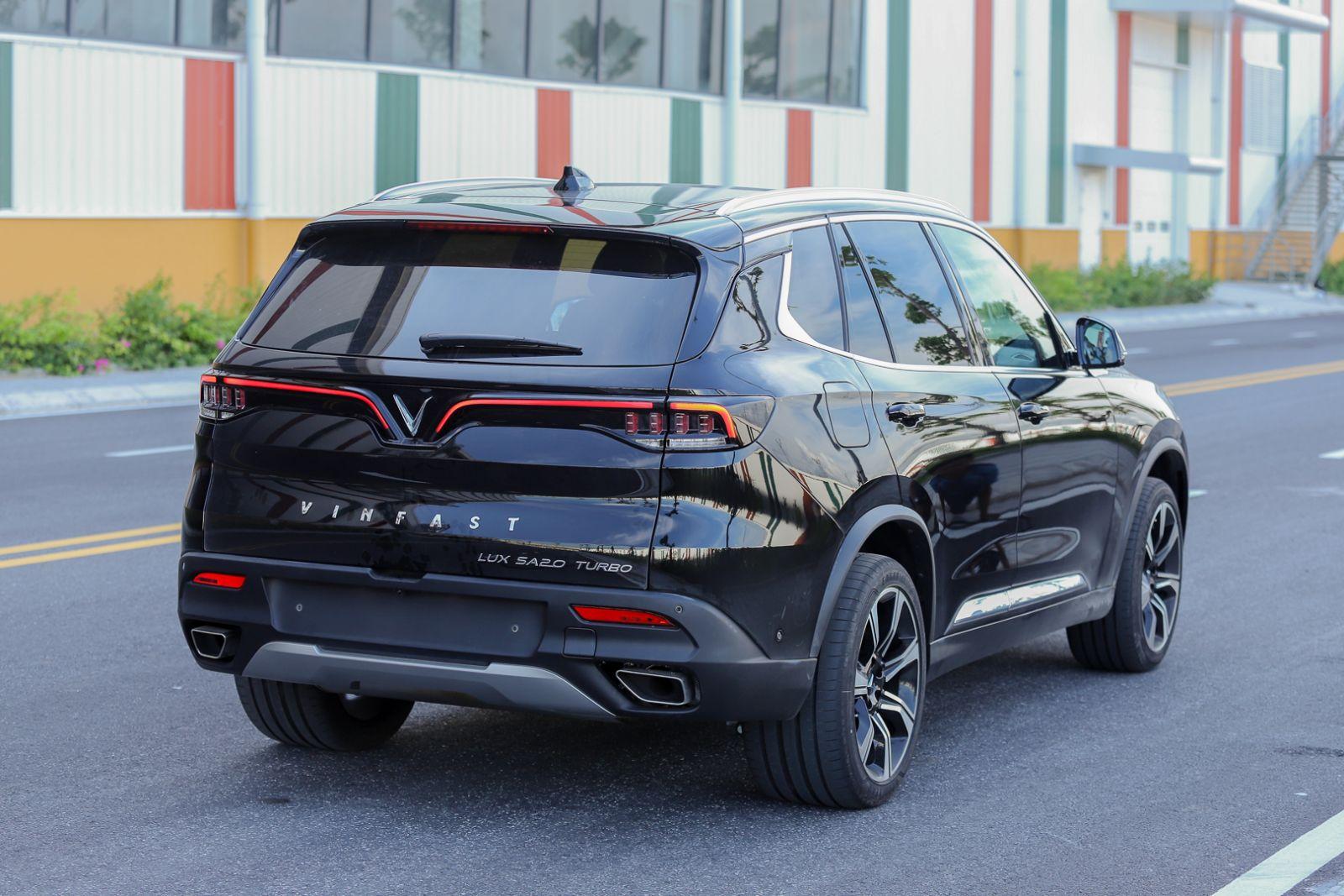 Xe Lux SA màu đen