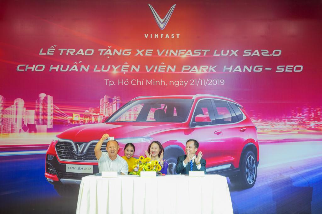 Xe VinFast tặng HLV Trưởng đội tuyển viet nam